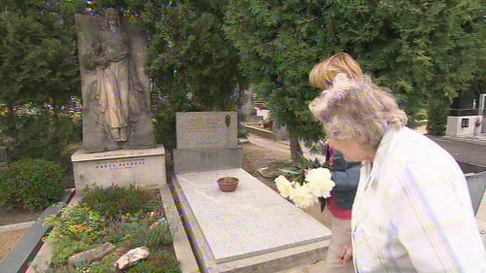 Hrob Josefa Navrkala. Zemřel v roce 2003
