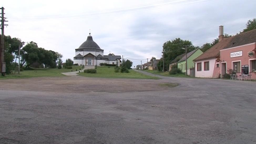 Malou vesnicí už několik měsíců zmítají spory