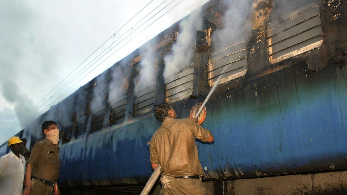 Požár vlaku v Indii