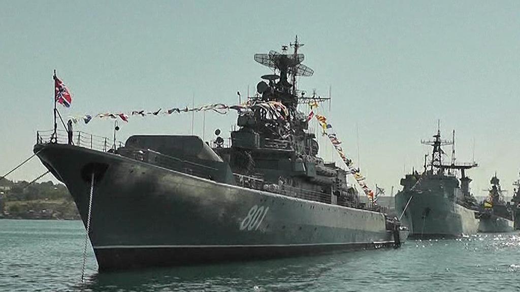 Přehlídka ruských a ukrajinských flotil