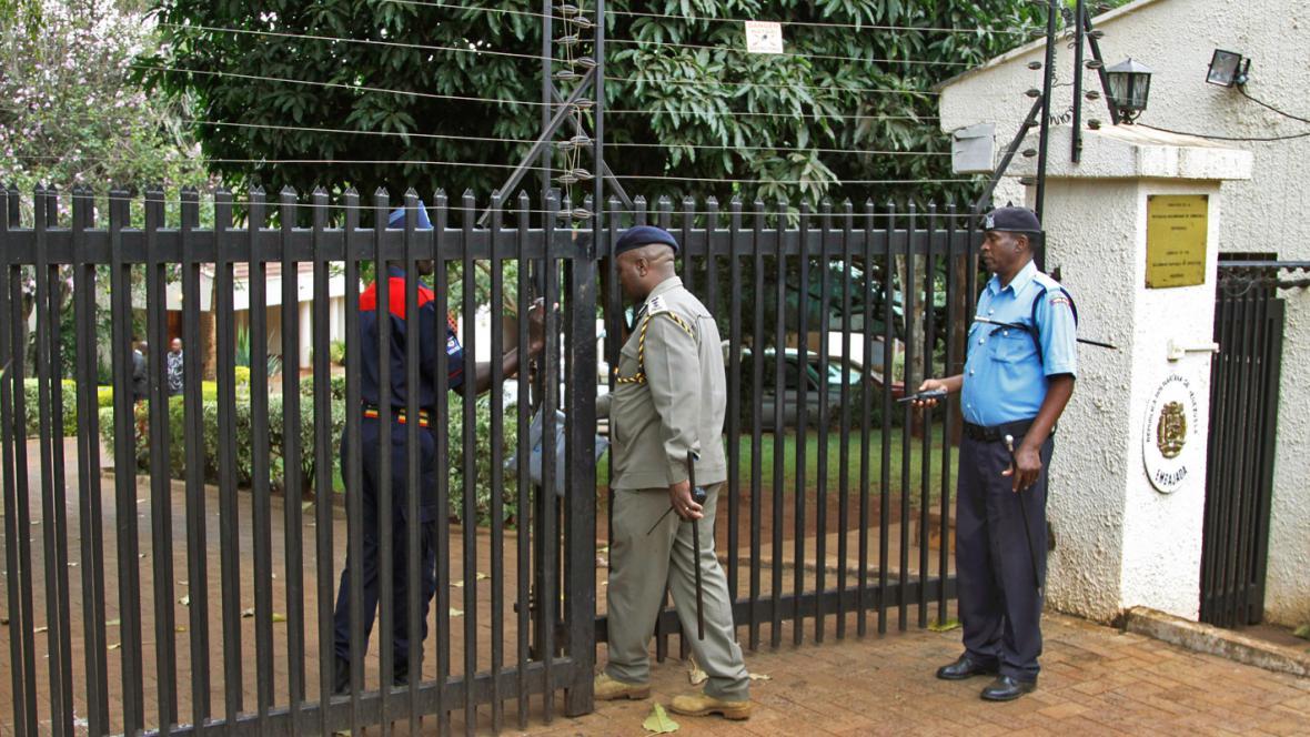 Keňská policie před rezidencí venezuelské velvyslankyně