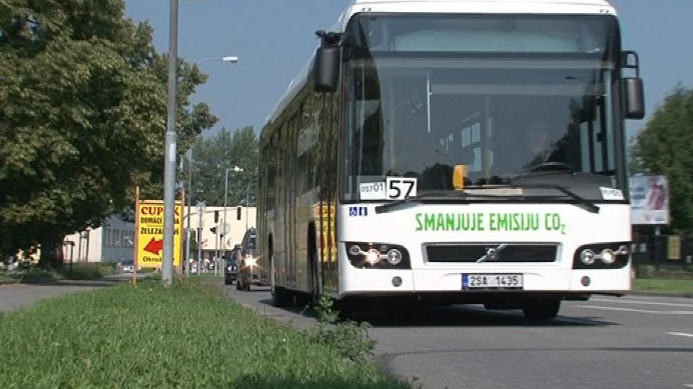 Hybridní autobus má dopravní podnik na testování