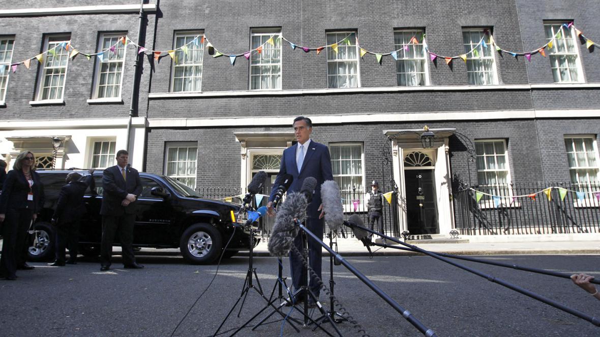Mitt Romney před úřadem britského premiéra