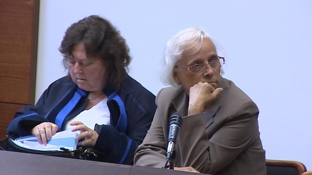 Anna Stolínová se svou advokátkou