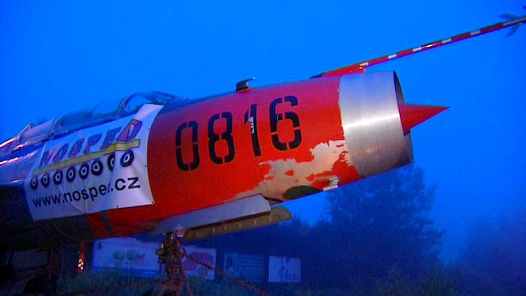 Převoz stíhačky MiG-21 do Ostravy