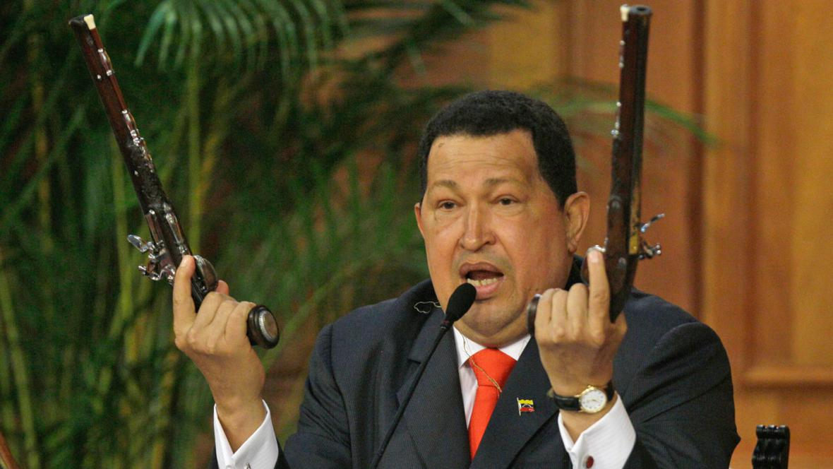 Hugo Chávez s Bolívarovými pistolemi