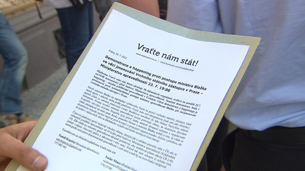 Demonstrace před ministerstvem