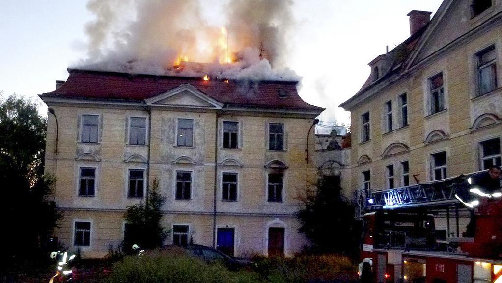 Požár barokního zámku v Sedlci