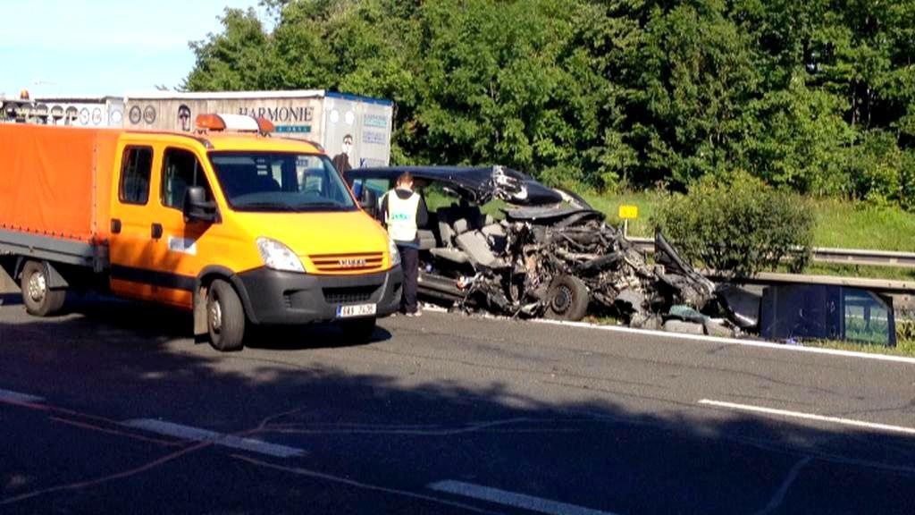 Následky nehody u Tlusic na Berounsku