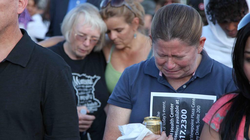 Američané truchlí za oběti střelby v denverském multikině