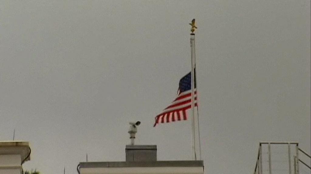 Prezident Obama nechal svěsit vlajky na půl žerdi