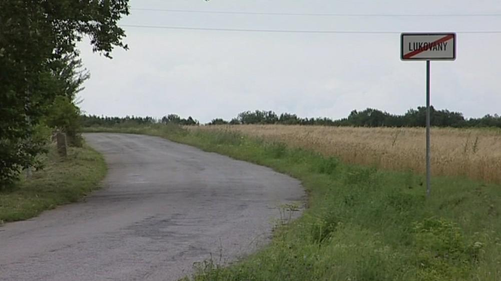Silnice, o kterou se v Lukovanech vede spor