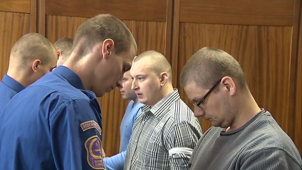 Internetoví podvodníci před soudem