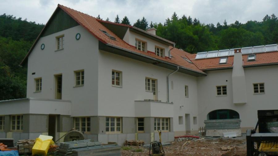 Zrekonstruovaný mlýn už má fasádu