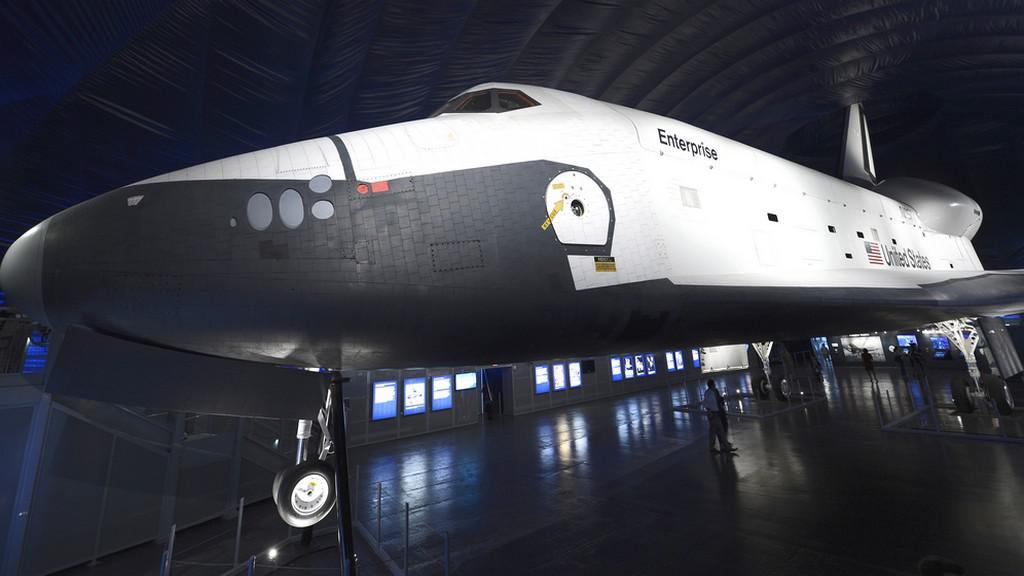 Raketoplán Enterprise je vystaven v New Yorku