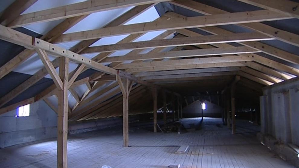 Půda a střechy už jsou opravené