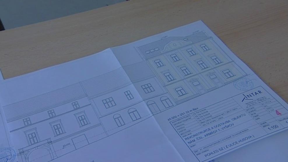 Plány na opravu domu, hotovo bude za rok