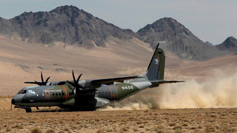 Letoun CASA dosedá v Bulganu na ranvej