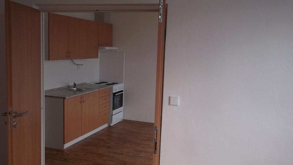 Startovací byt je skromně zařízený