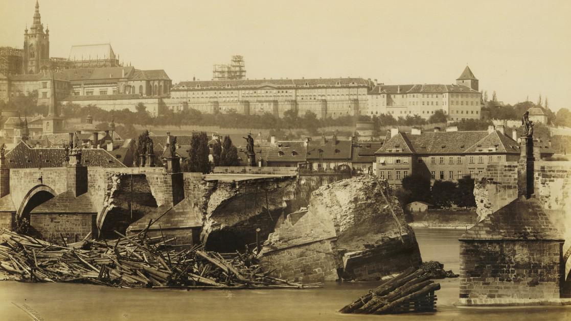 Karlův most po povodních v roce 1890