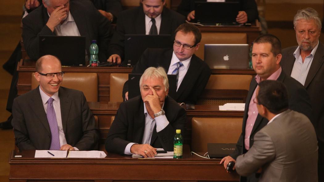 Poslanecký tábor ČSSD k vyslovení nedůvěry vládě potřeboval 101 hlasů