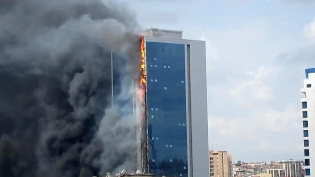 Požár budovy Polat Towers v Istanbulu