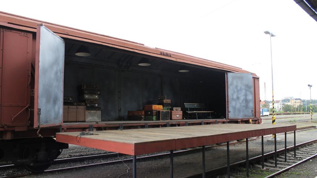 Vlak Lustig, divadelní scéna v dobytčáku
