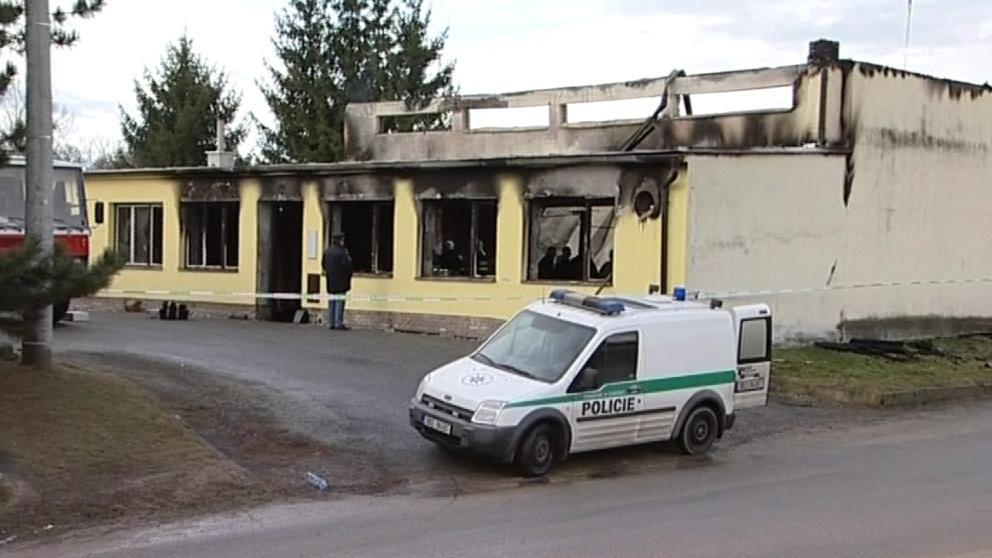 Kulturní dům ve Starém Petříně těsně po požáru