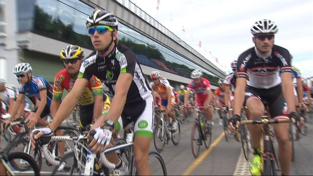 Závodu se zúčastnilo sto dvacet cyklistů
