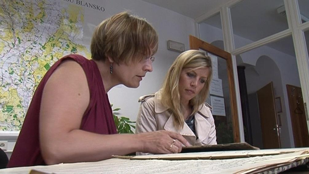 Archiváři a historici dokumenty pečlivě zkoumali