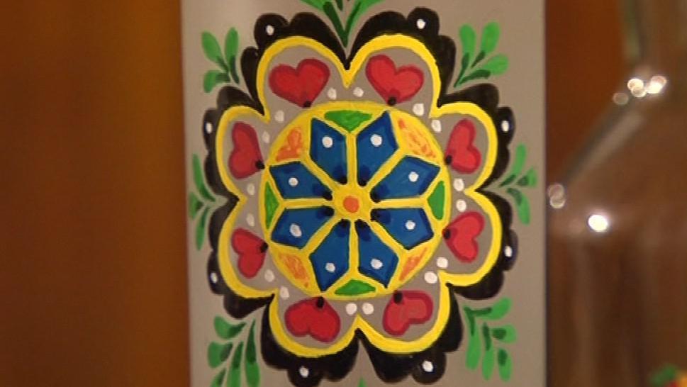 Slovácká růže malovaná na lahvi