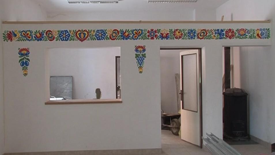 Malovaná stěna v právě rekonstruovaných prostorech v Ostrožské Lhotě
