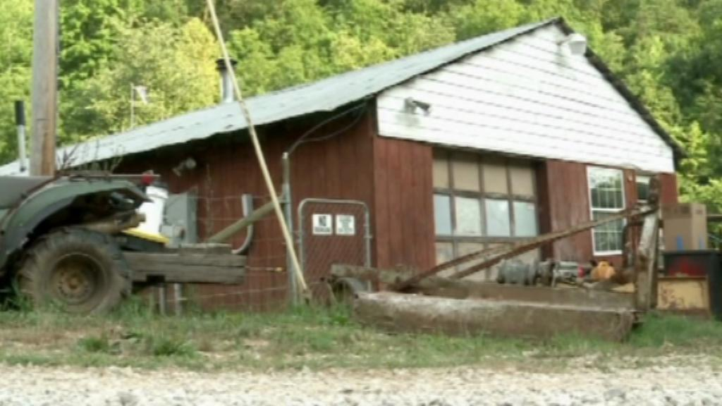 Farma, kde muž věznil manželku a syna