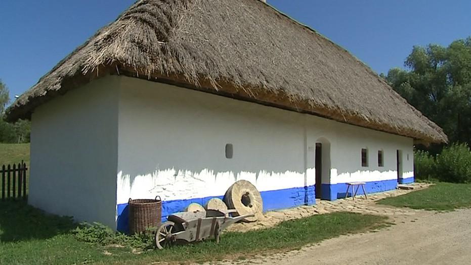 Venkovský dům s doškovou střechou
