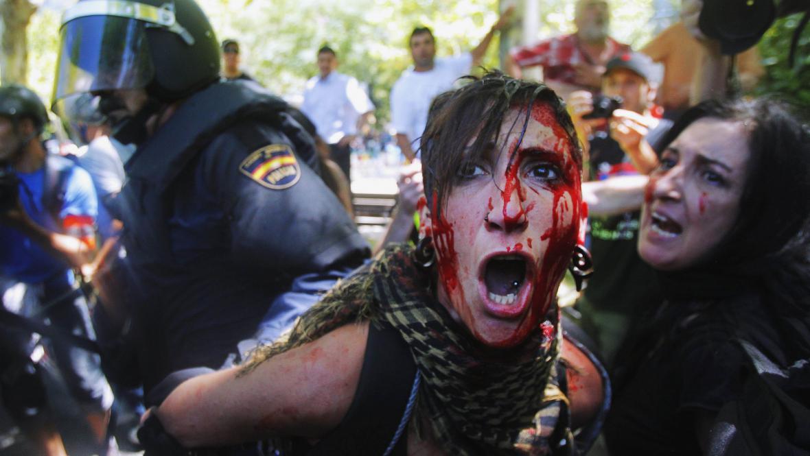 Protest horníků si vyžádal desítky zraněných