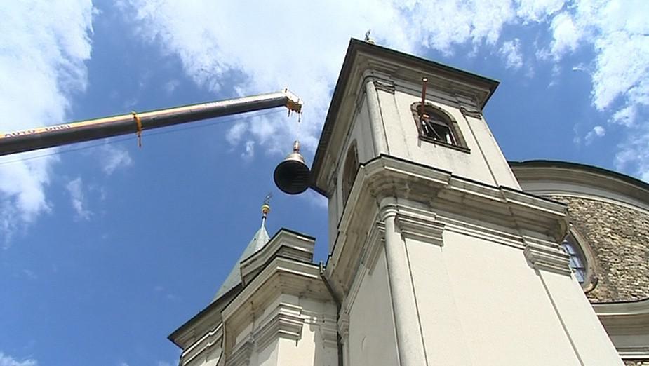 Vyzvedávání zvonu v bazilice ve Svatém Hostýně