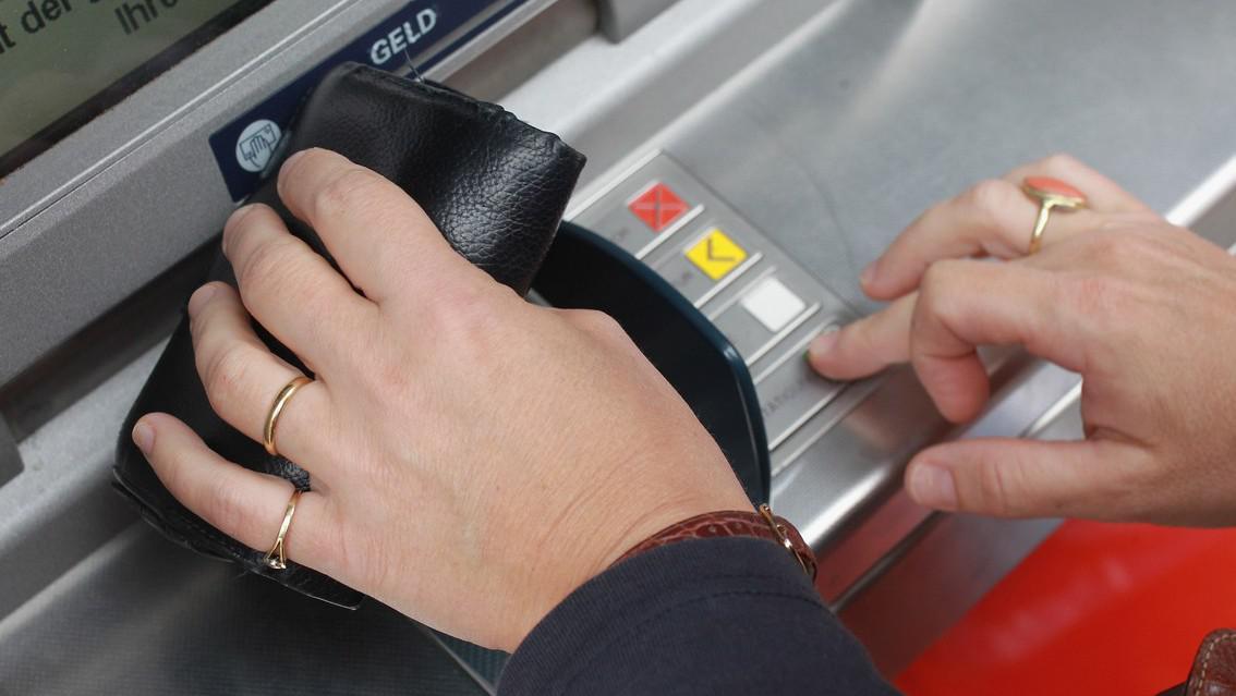 Výběr z bankomaatu