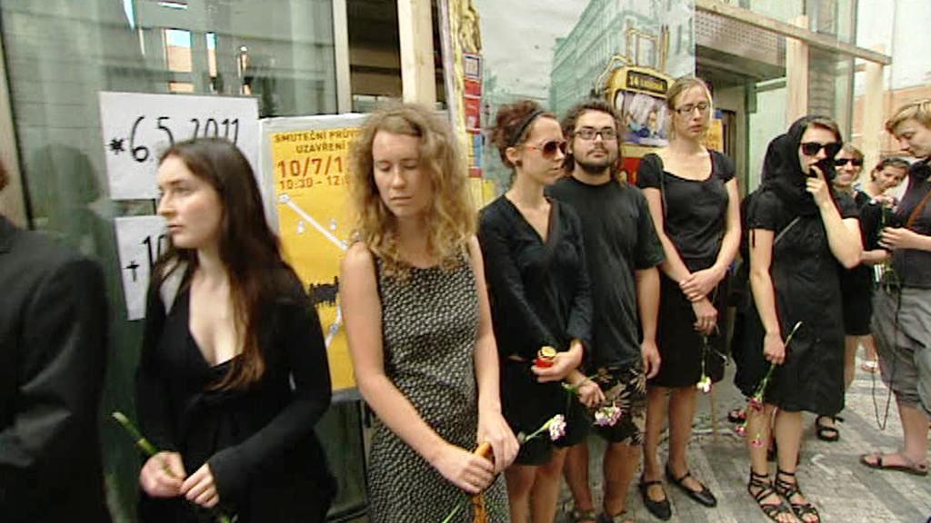 Smuteční pochod za stanici Národní třída