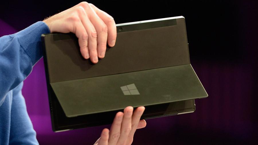 Výklopný stojan tabletu Surface
