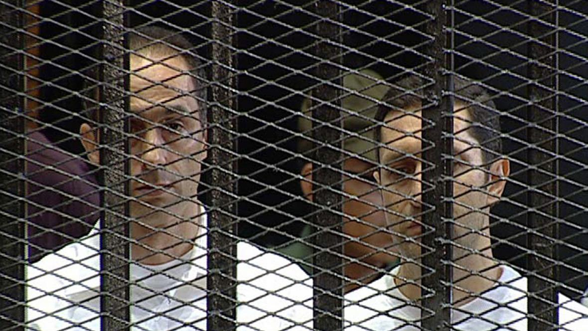 Gamál (vlevo) a Alá Mubarakovi