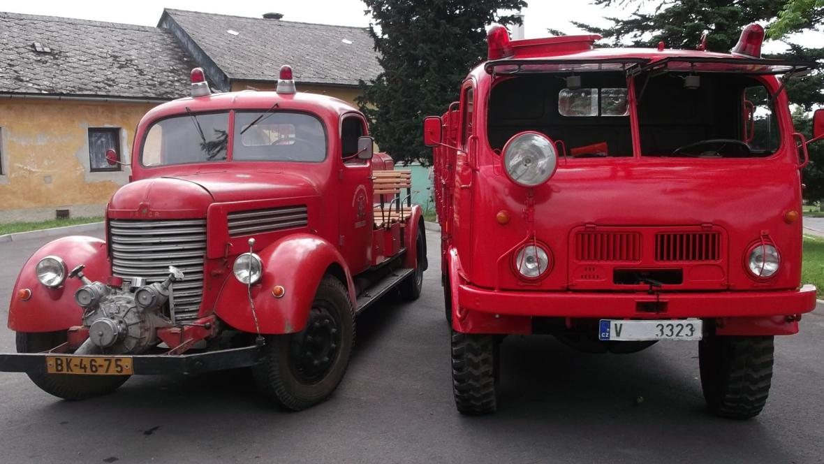 Výstava starých hasičských vozů ve Vanovicích