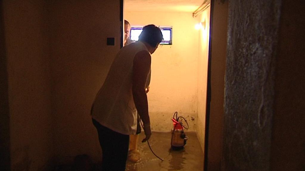 Čerpání vody ze zatopených domů