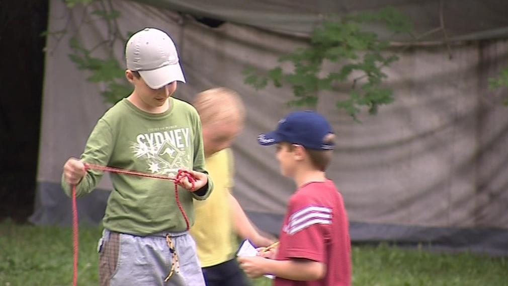 Už sto let se učí děti ve skautu například uvázat uzly