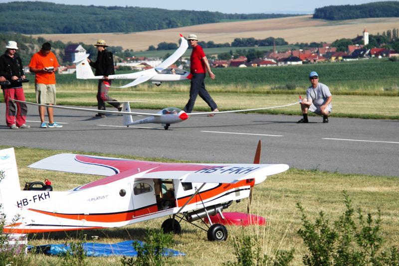 Letadla na modelářském letišti