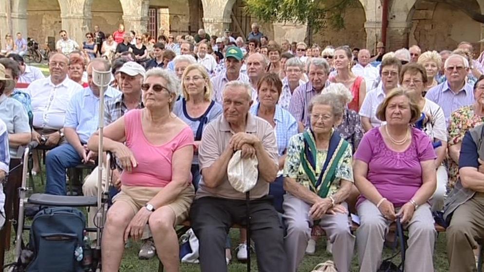 Desítky lidí si nenechaly ujít příležitost do zámku se podívat