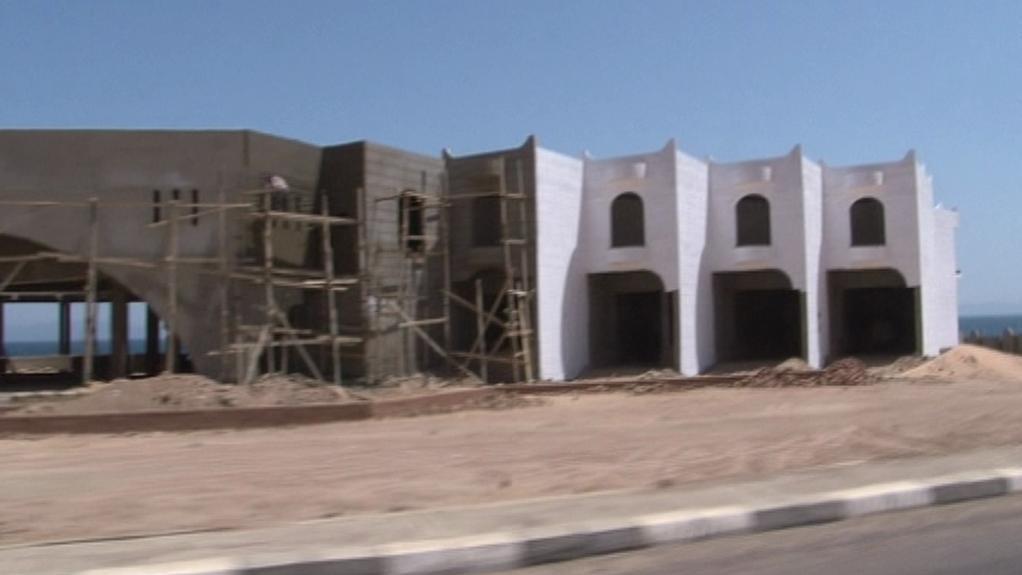 Rozestavěný hotel u egyptského pobřeží