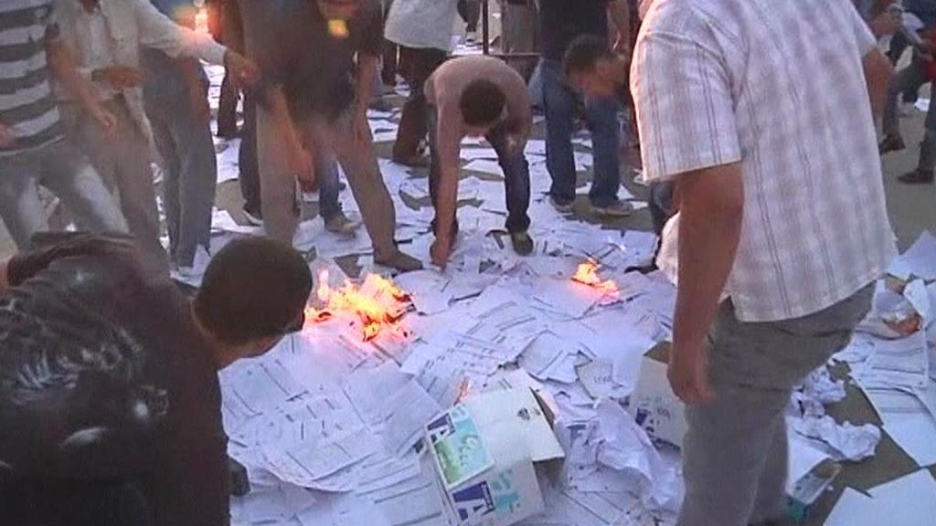 Zapalování hlasovacích lístků v Benghází
