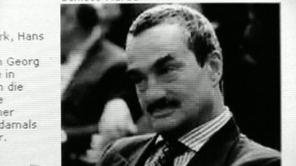 Karel Schwarzenberg byl adoptován svým strýcem Jindřichem
