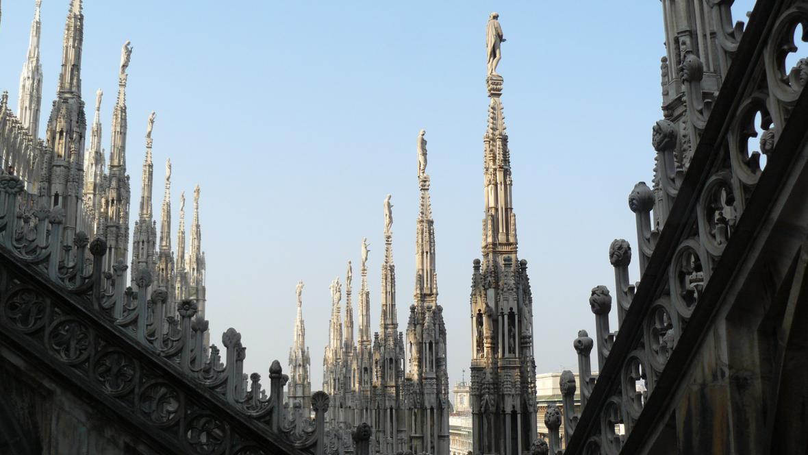 Na střeše milánského dómu
