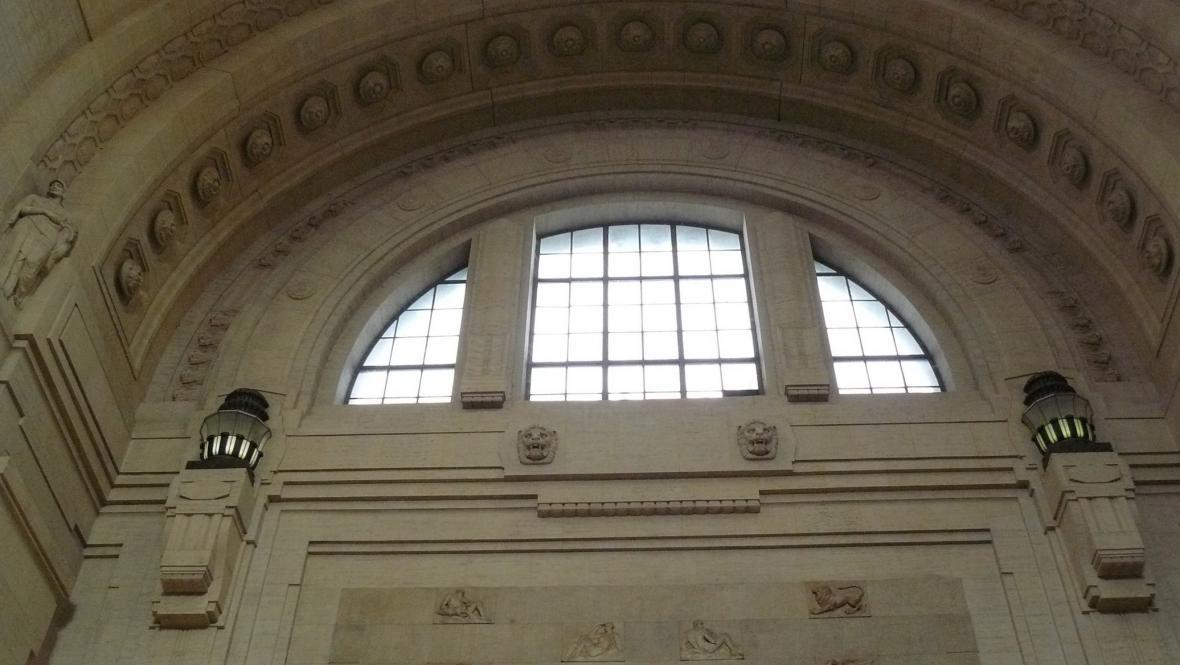 Interiér centrálního nádraží v Miláně